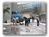 Effizienz beim Schnee schippen - man sieht die Chinesen haben unwahrscheinlich viel Erfahrung mit Schnee